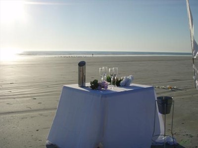 Set up something creative & special Champas on the beach